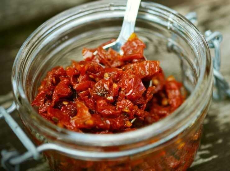 Spaghetti tonno e pomodori secchi - ricettasprint