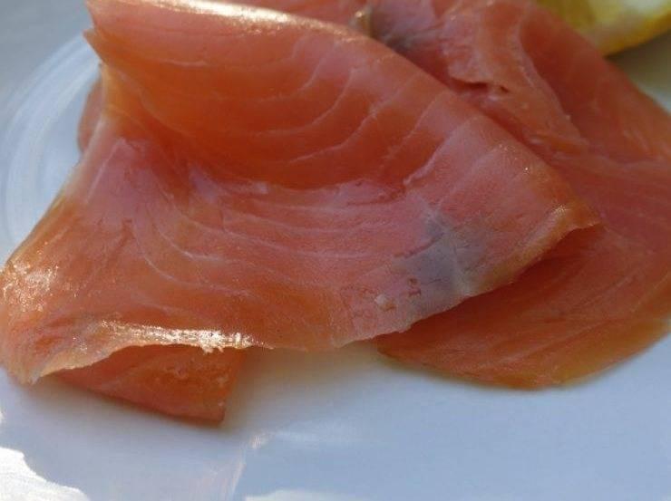 Carpaccio di salmone marinato all'aceto