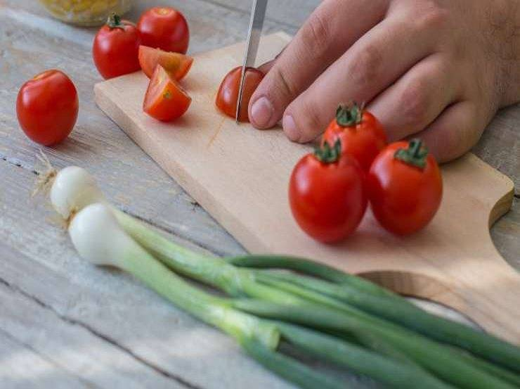 Cestini di pasta sfoglia con pomodori