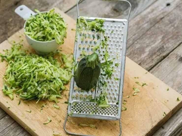Cotolette di zucchine con menta e scamorza