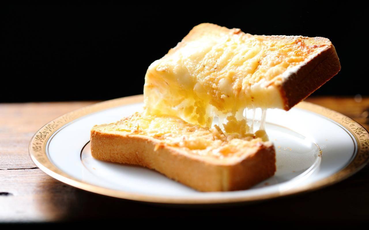 Fette di pane gratinate al forno FOTO ricettasprint