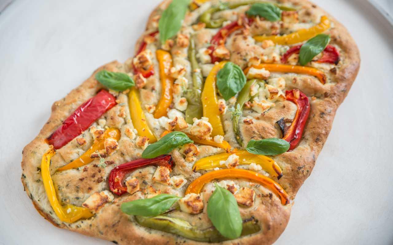 Focaccia pugliese con peperoni gialli FOTO ricettasprint