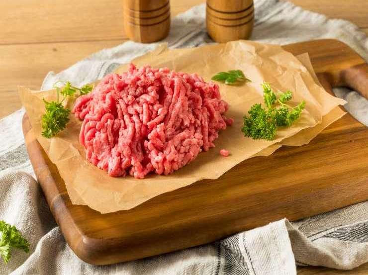 Hamburger di carne con cipolle