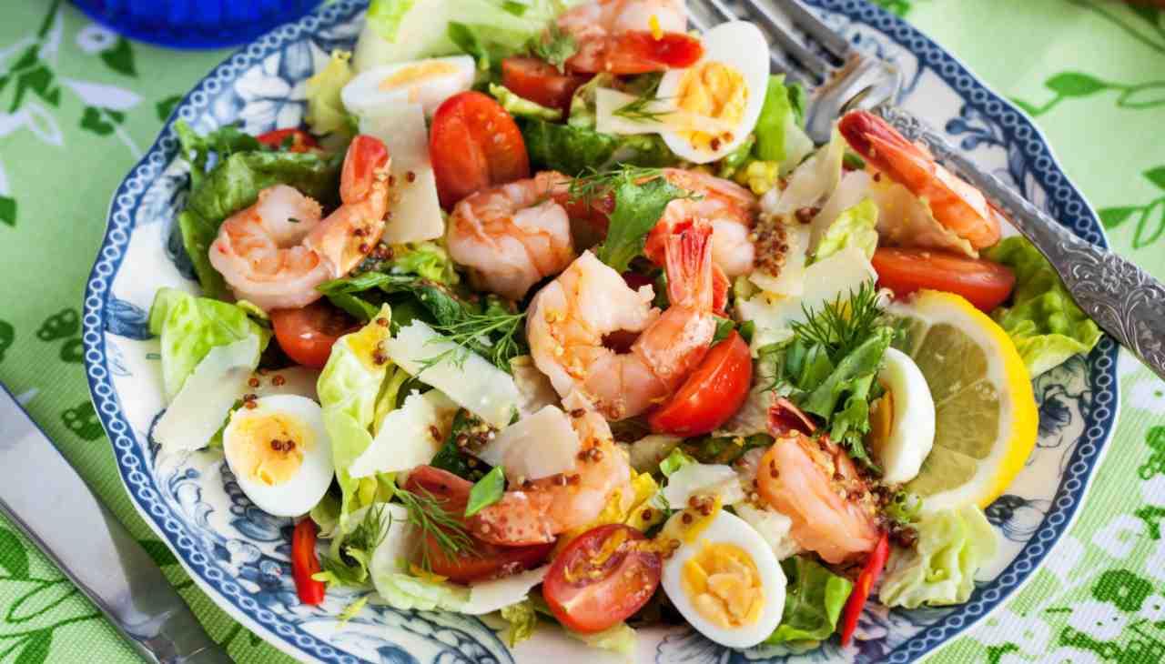 Insalata gamberi uova verdure - ricettasprint
