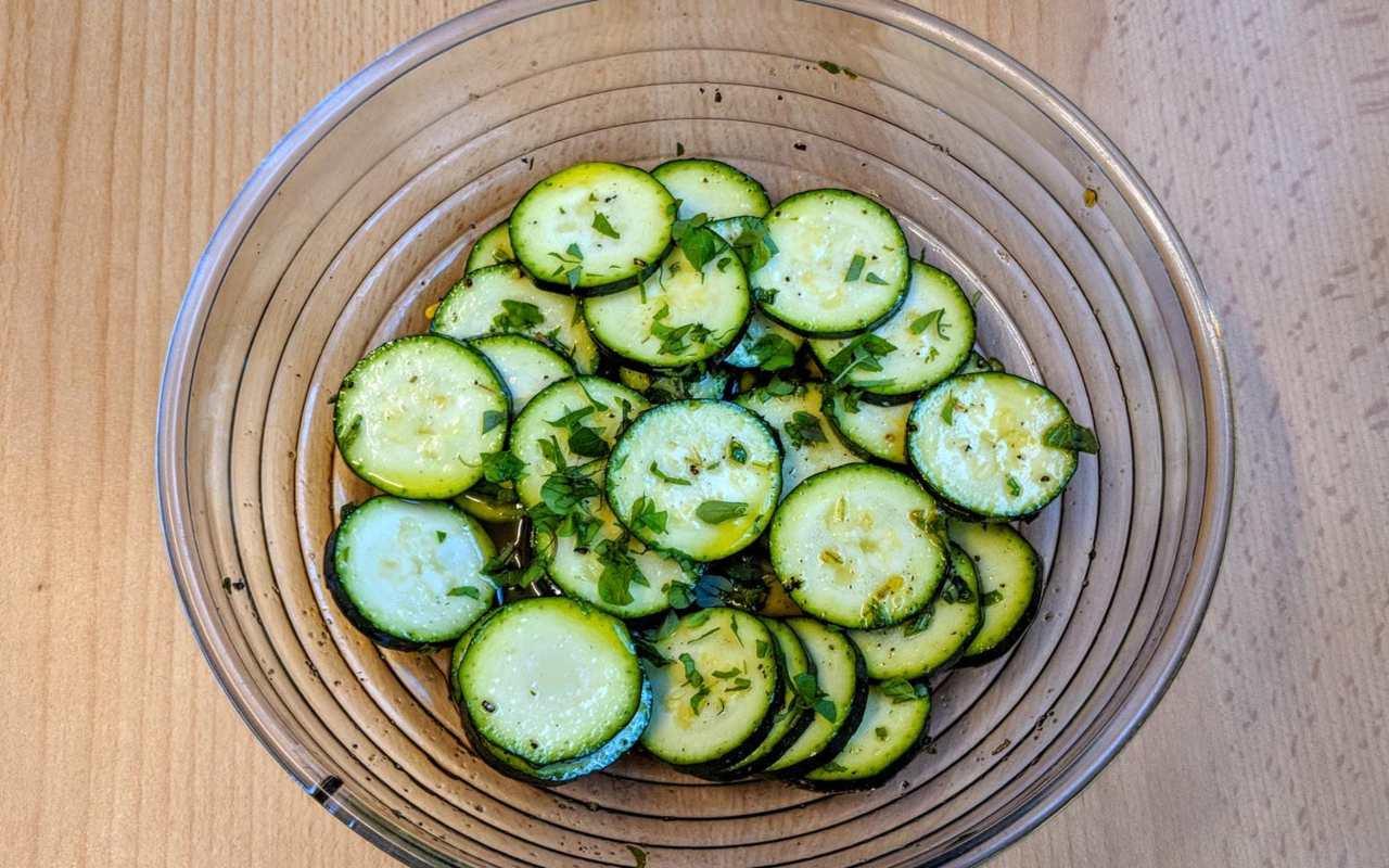 Insalata con zucchine e maggiorana FOTO ricettasprint (1)