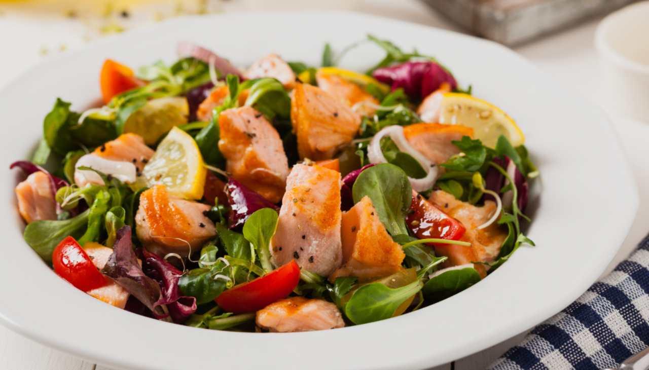 Insalata di salmone affumicato e verdure - ricettasprint