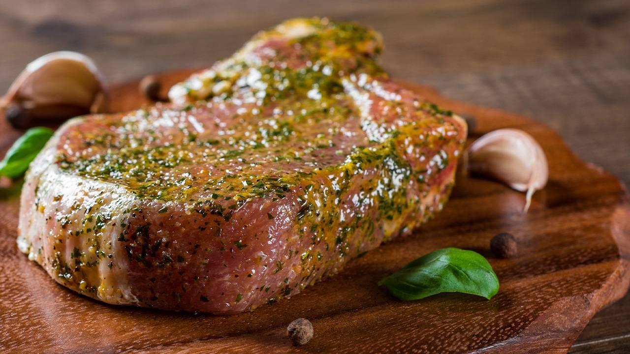 Marinare la carne prima della cottura