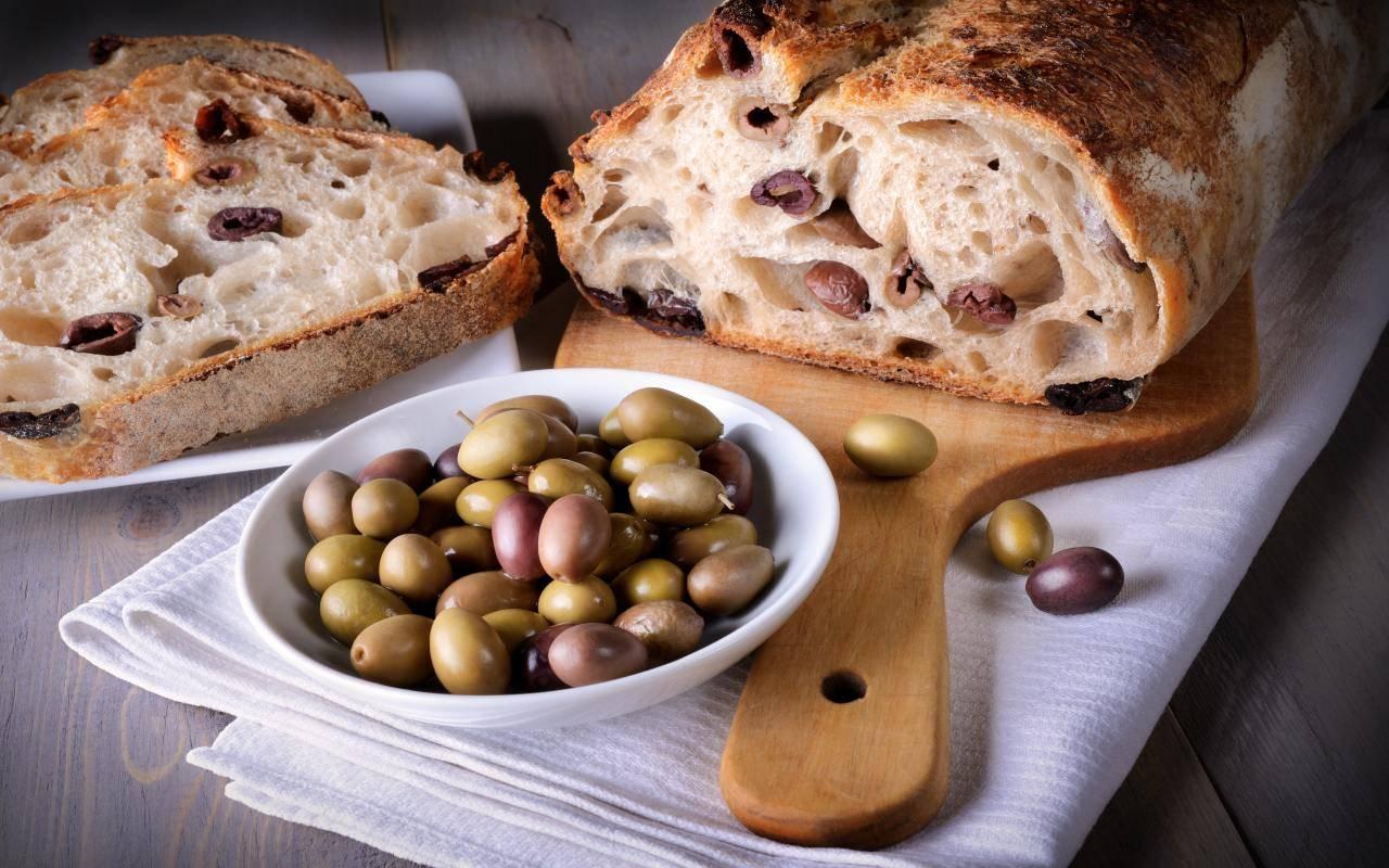 Pane di grano duro con olive FOTO ricettasprint