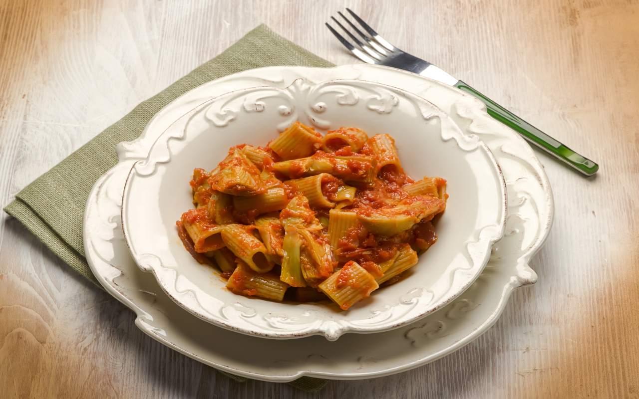 Pasta con pomodori ricotta e carciofi FOTO ricettasprint