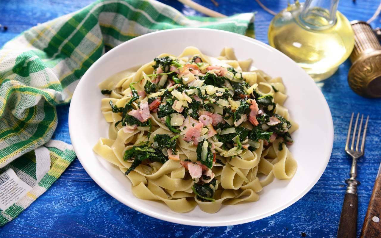Pasta cremosa pancetta e spinaci FOTO ricettasprint