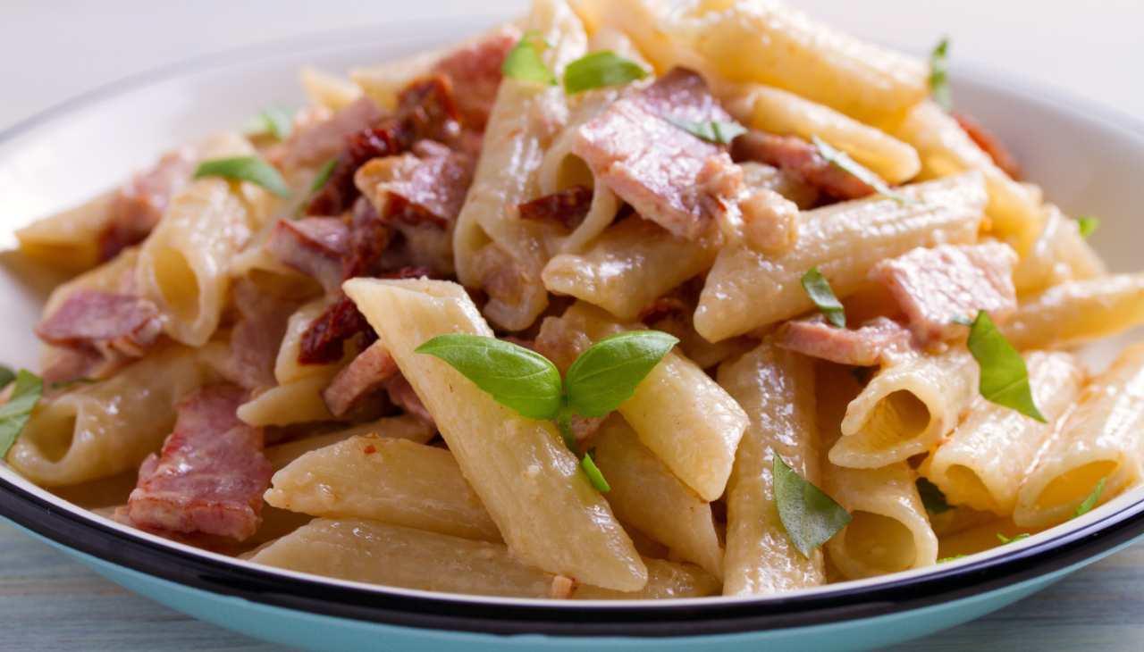 Pasta prosciutto e crema - ricetta sprint