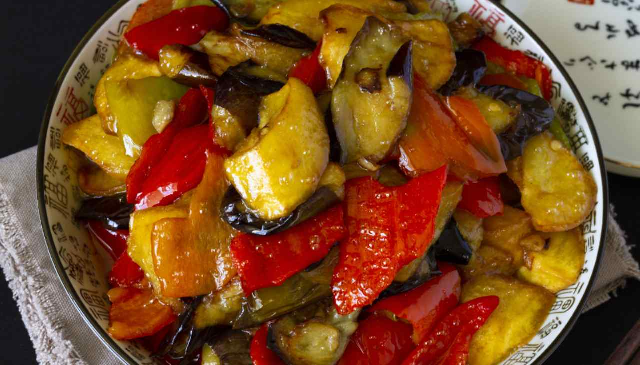 Patate peperoni olive in padella - ricettasprint