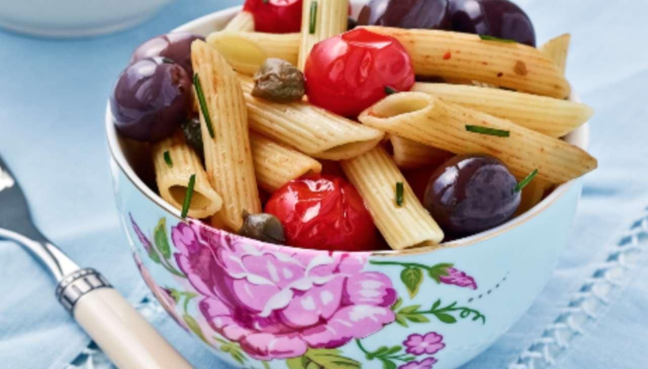 Penne con pomodori olive capperi - ricettasprint