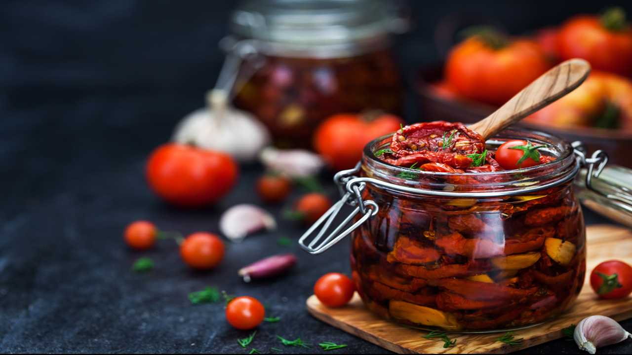 Pomodorini e capperi sott'olio