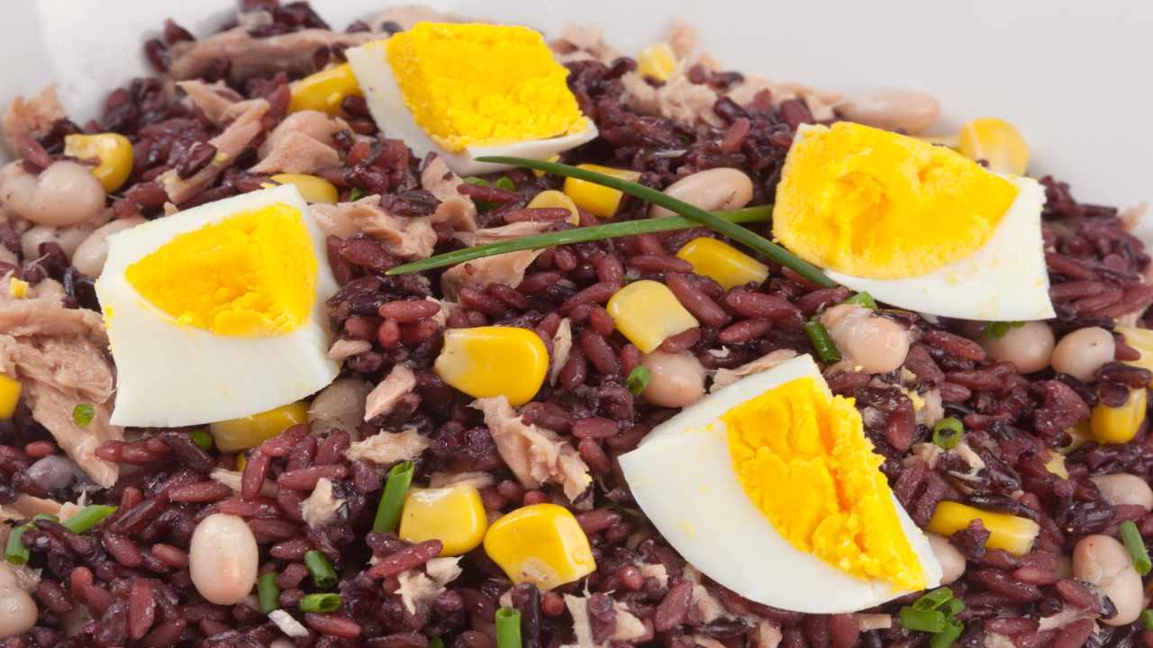 Riso venere con uova sode