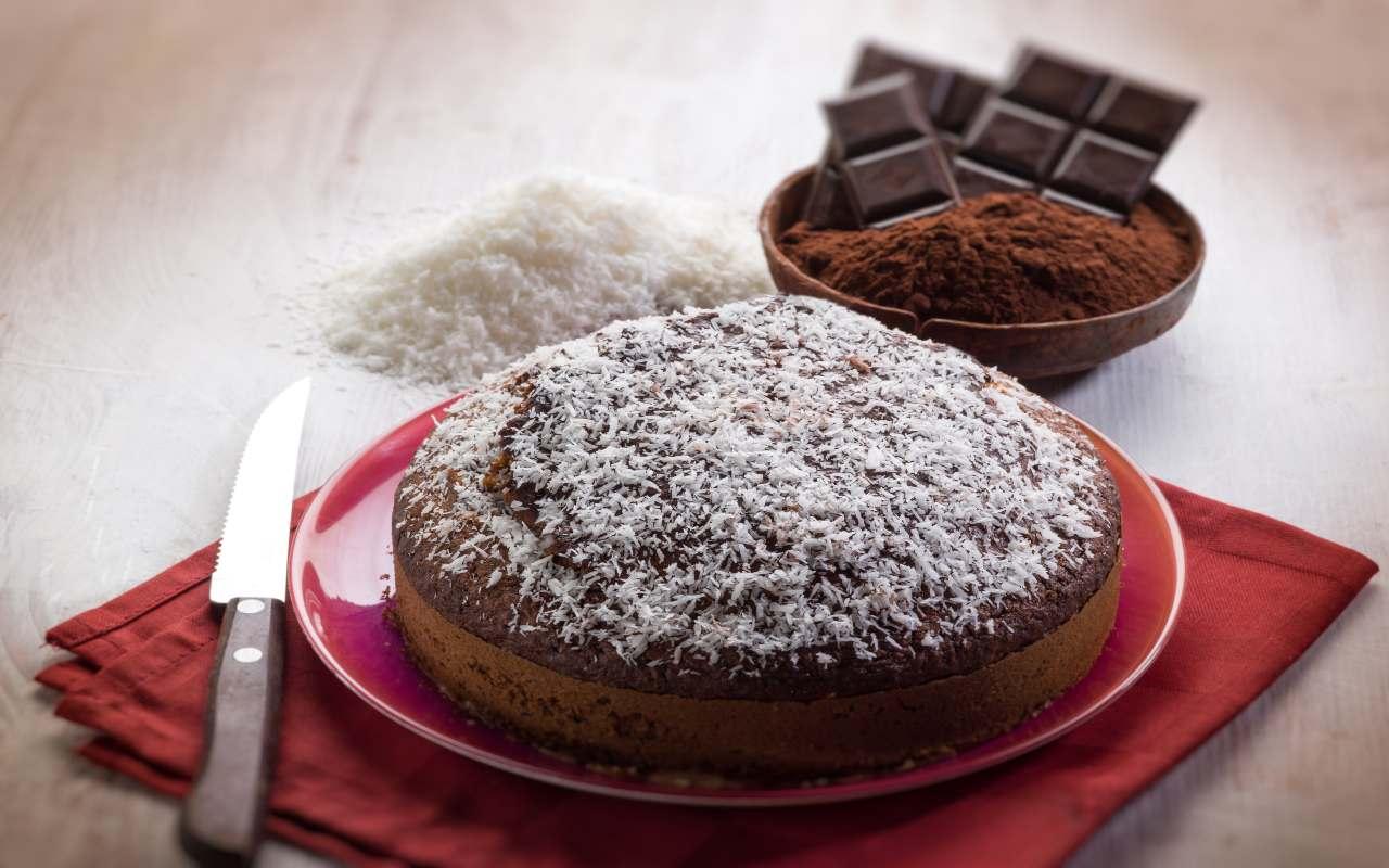 Torta all'acqua al cacao e al cocco FOTO ricettasprint