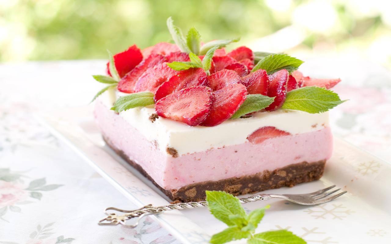 Torta pan di stelle fragole e yogurt FOTO ricettasprint