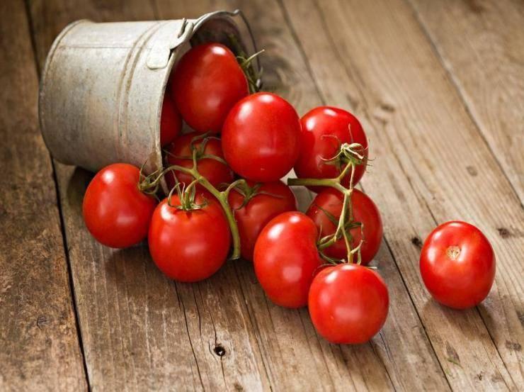 Pasta tre colori con pomodori