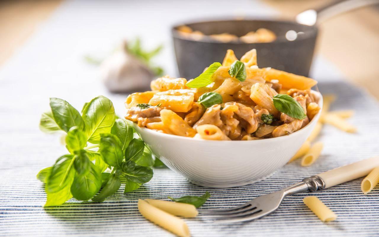 pasta con ragù e pesto FOTO ricettasprint