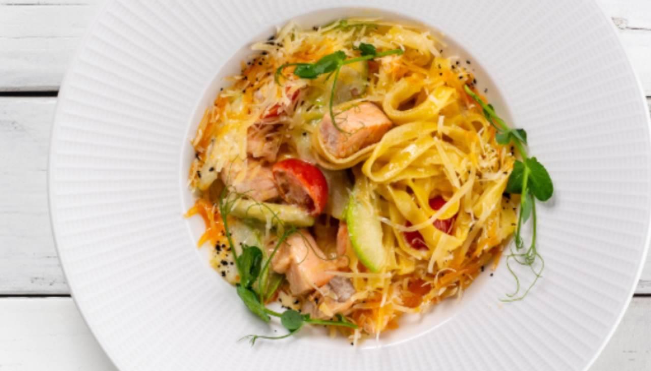 Pasta fredda salmone e verdure - ricettasprint