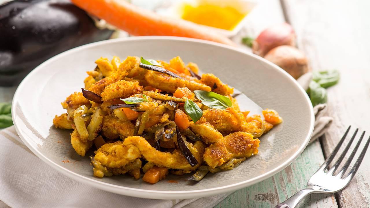 bocconcini di pollo con zafferano e verdure