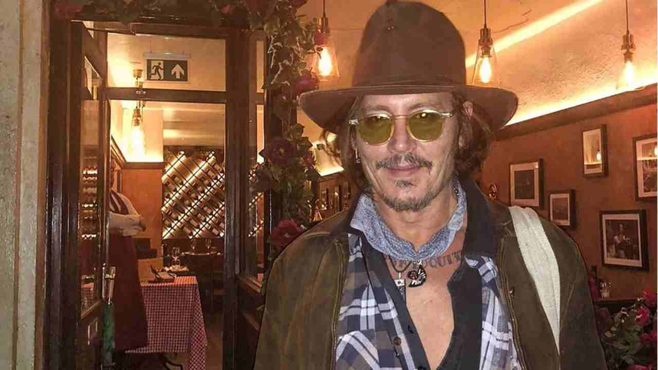 Johnny Depp coda alla vaccinara