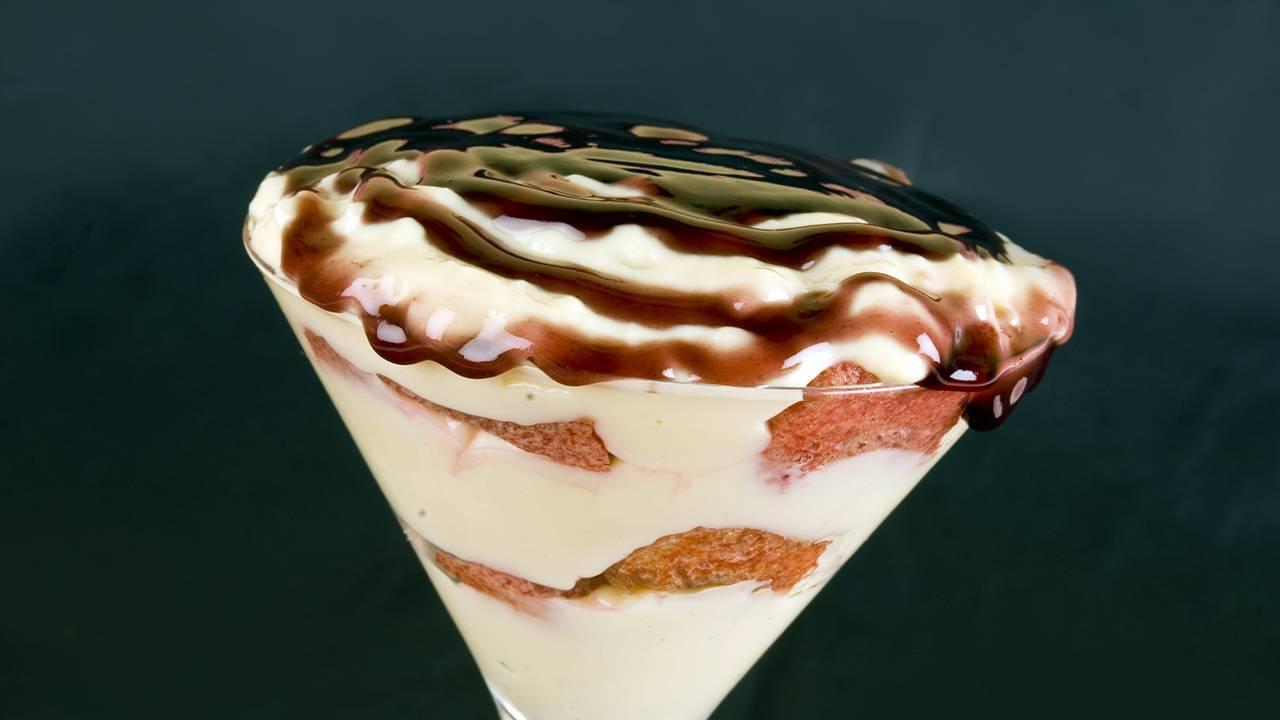 dessert savoiardi e crema bianca e cioccolato