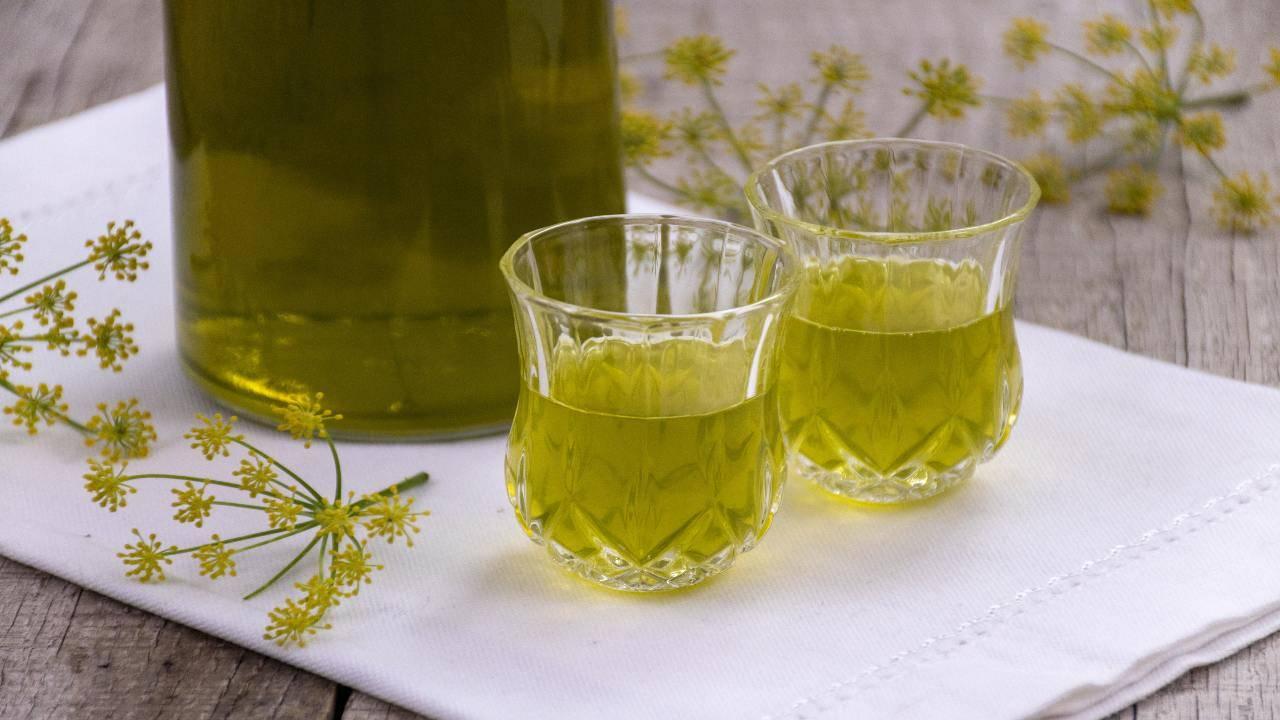 Liquore spezie e erbe