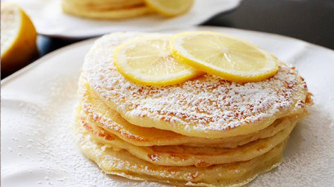 pancake al gusto di limone con panna