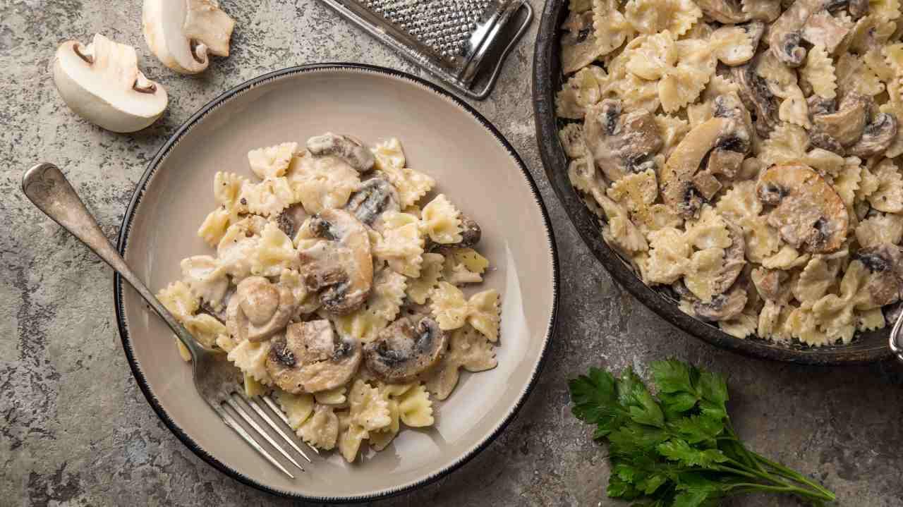 pasta funghi crema parmigiano