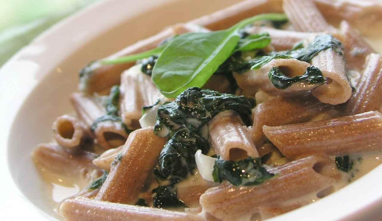 Penne con spinaci e besciamella ricettasprint