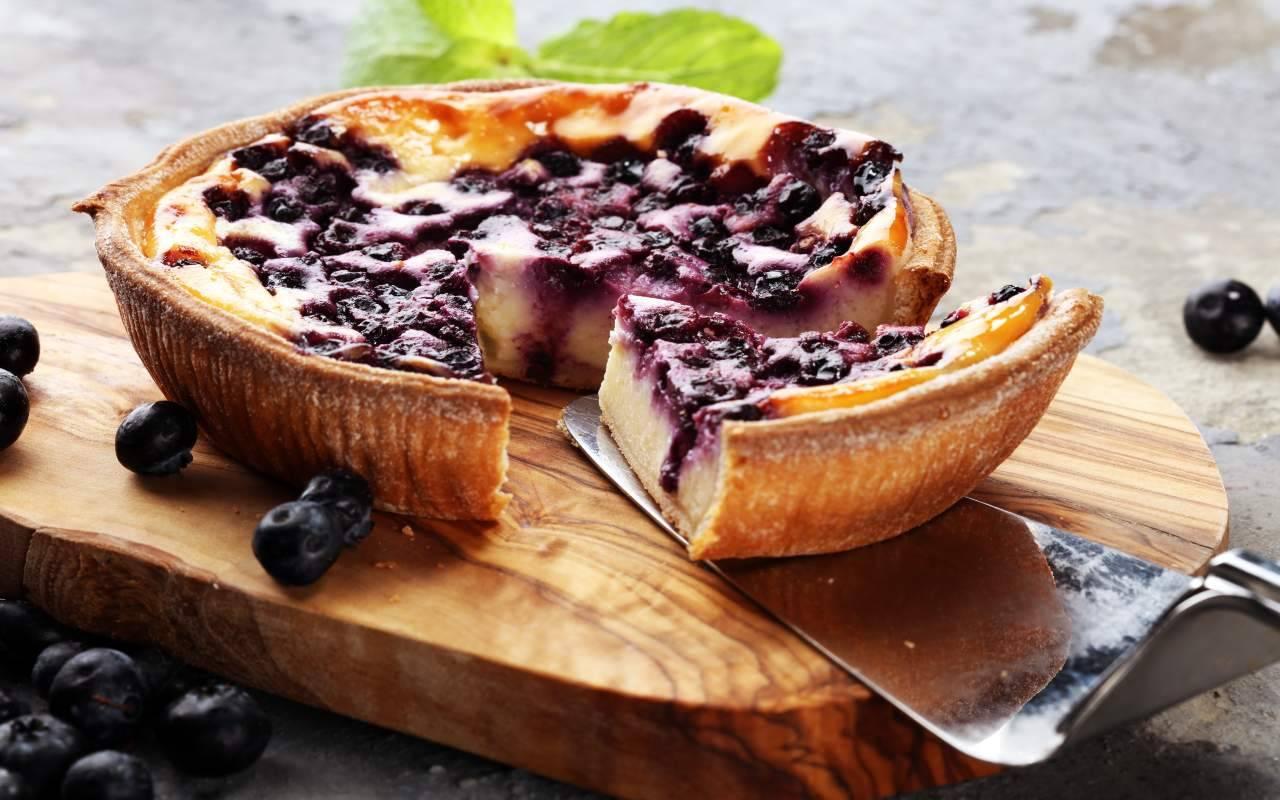 torta regionale crema e mirtilli FOTO ricettasprint