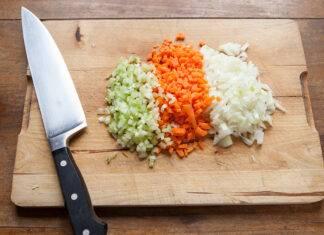 cipolla sedano e carote tritate da congelare