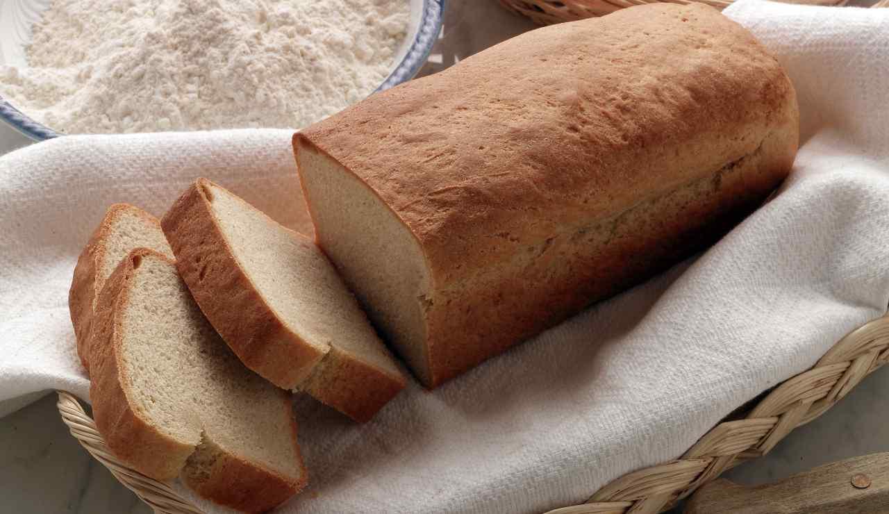 Torta salata pane e pomodoro FOTO ricettasprint