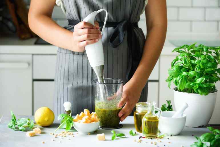 mixer spaghetti pesto zucchine pomodorini