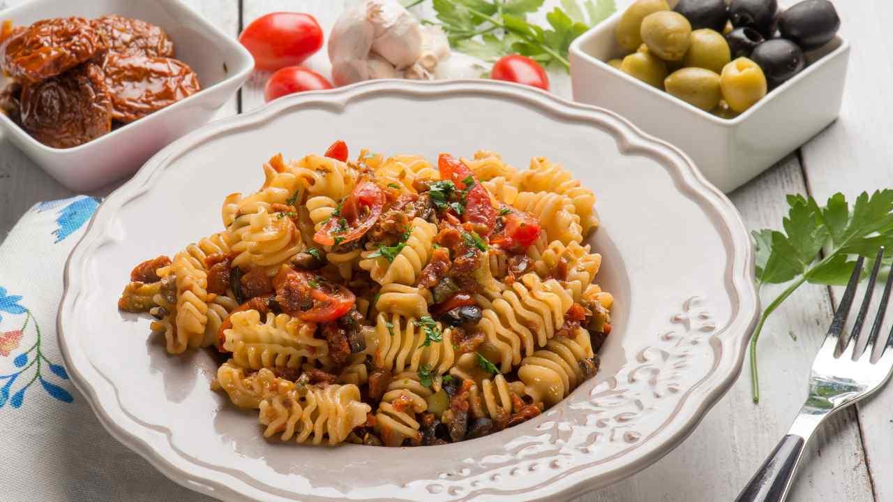 pasta pomodori secchi olive speck