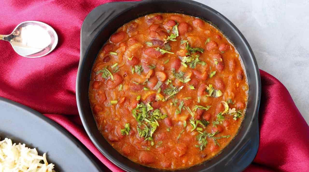 zuppa di fagioli tonno cipolla pomodoro