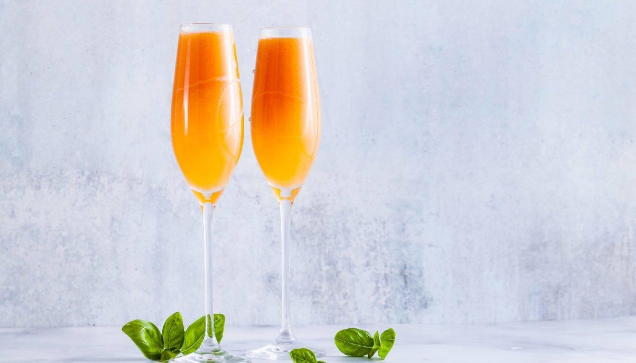 Bellini cocktail fatto in casa alcolico