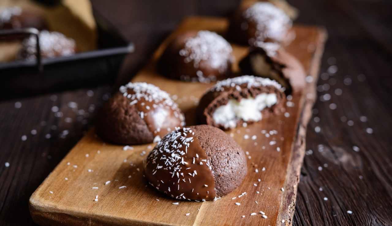Biscotti al cioccolato ripieni al cocco ricettasprint