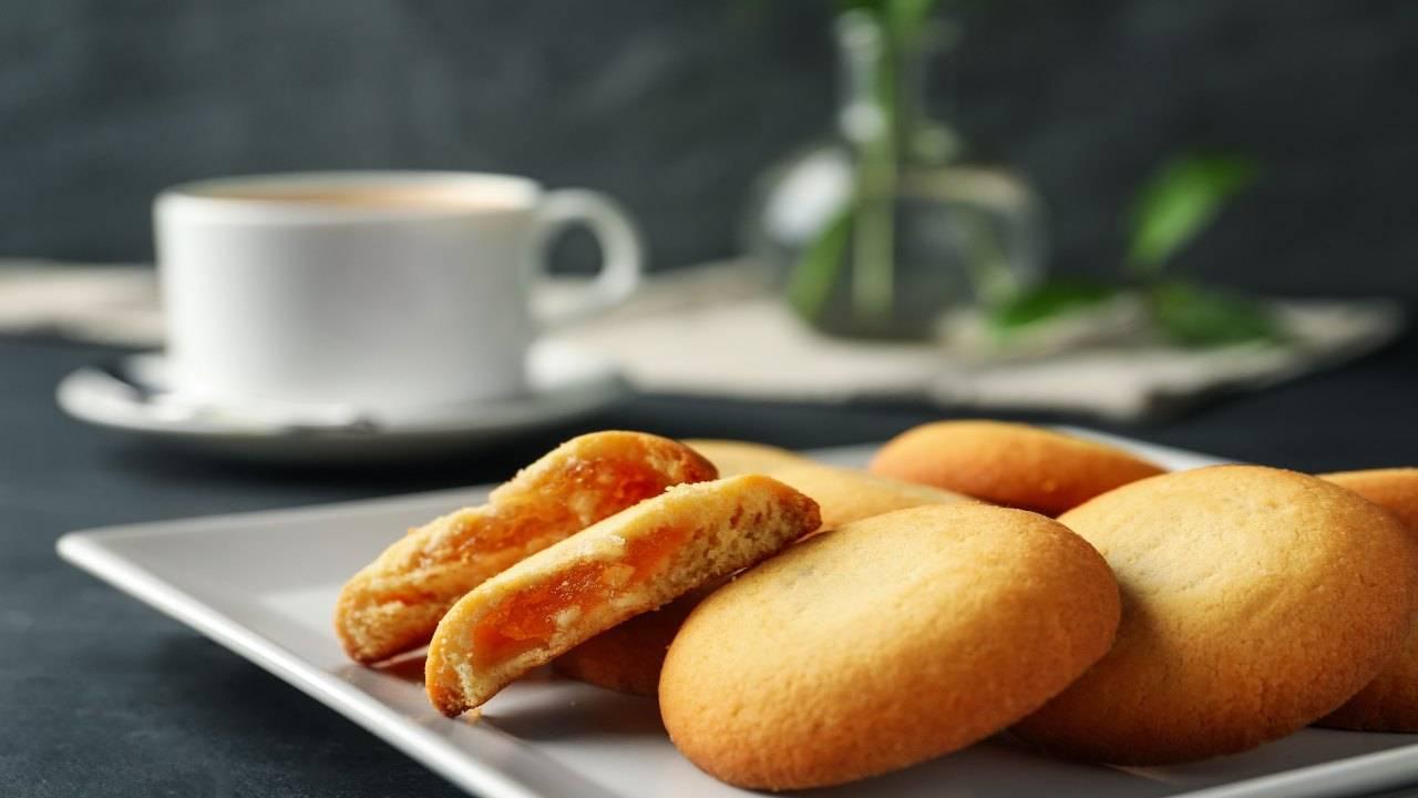 Biscotti con ripieno di frutta