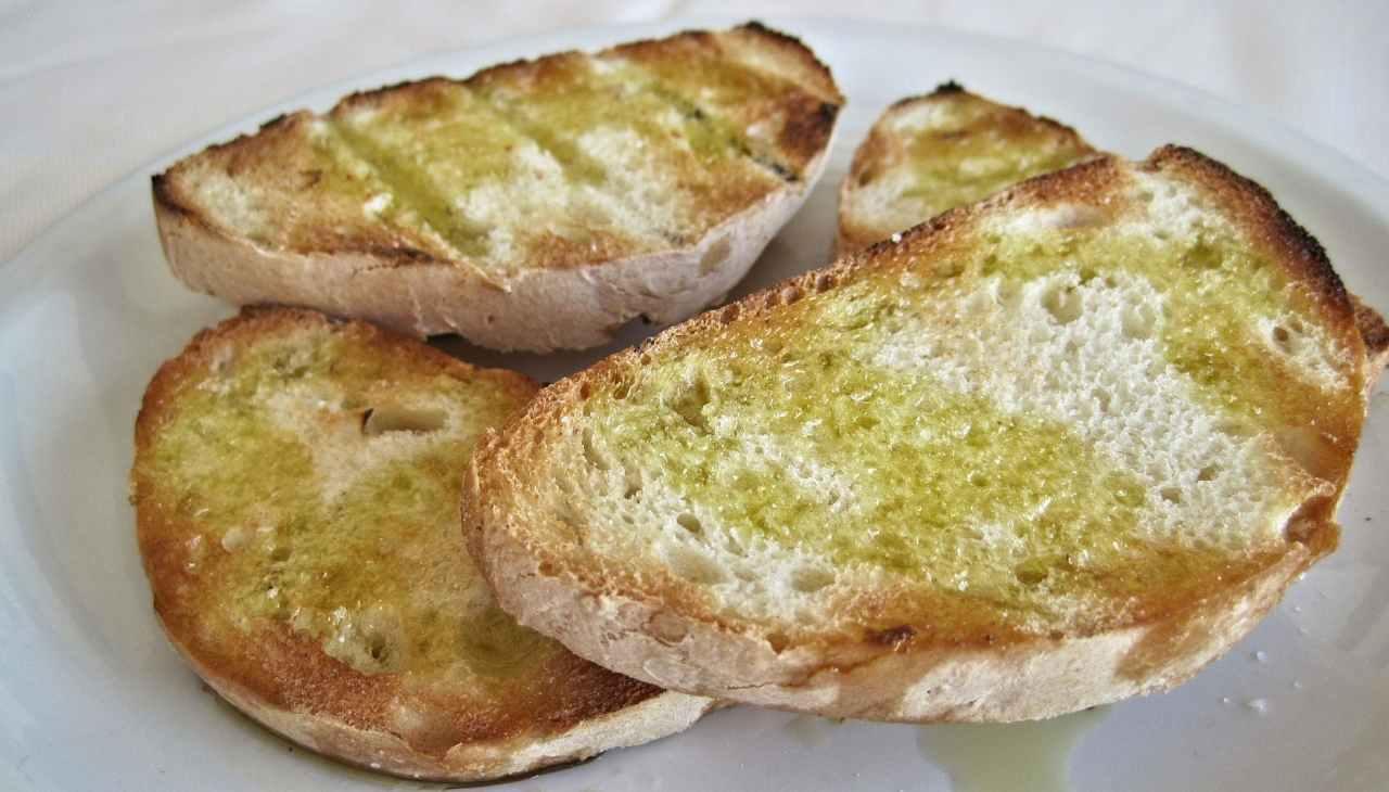 bruschette pane aglio sale