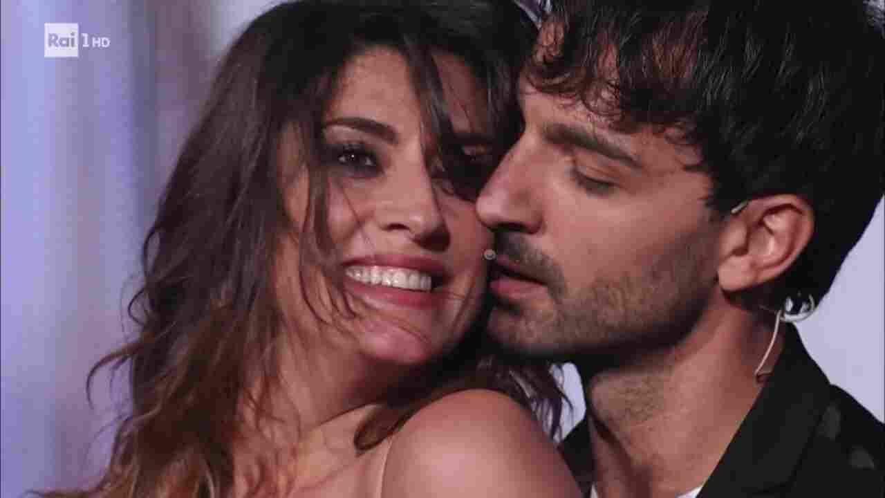Ballando con le Stelle, Elisa Isoardi con le stampelle: arriva la decisione