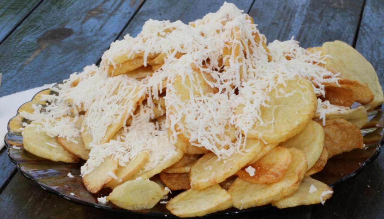 patate fritte formaggio agrumi