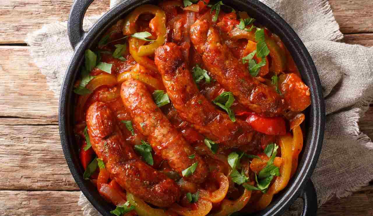 Salsicce e peperoni al pomodoro in padella ricettasprint