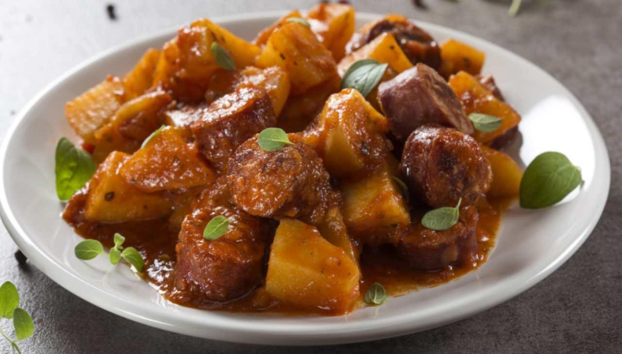 spezzatino carne tuberi pomodoro