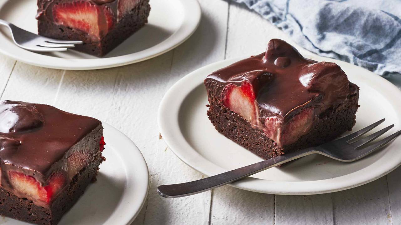 torta morbida alle fragole e cioccolato