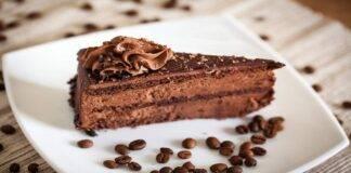Dolce al cioccolato con caffè