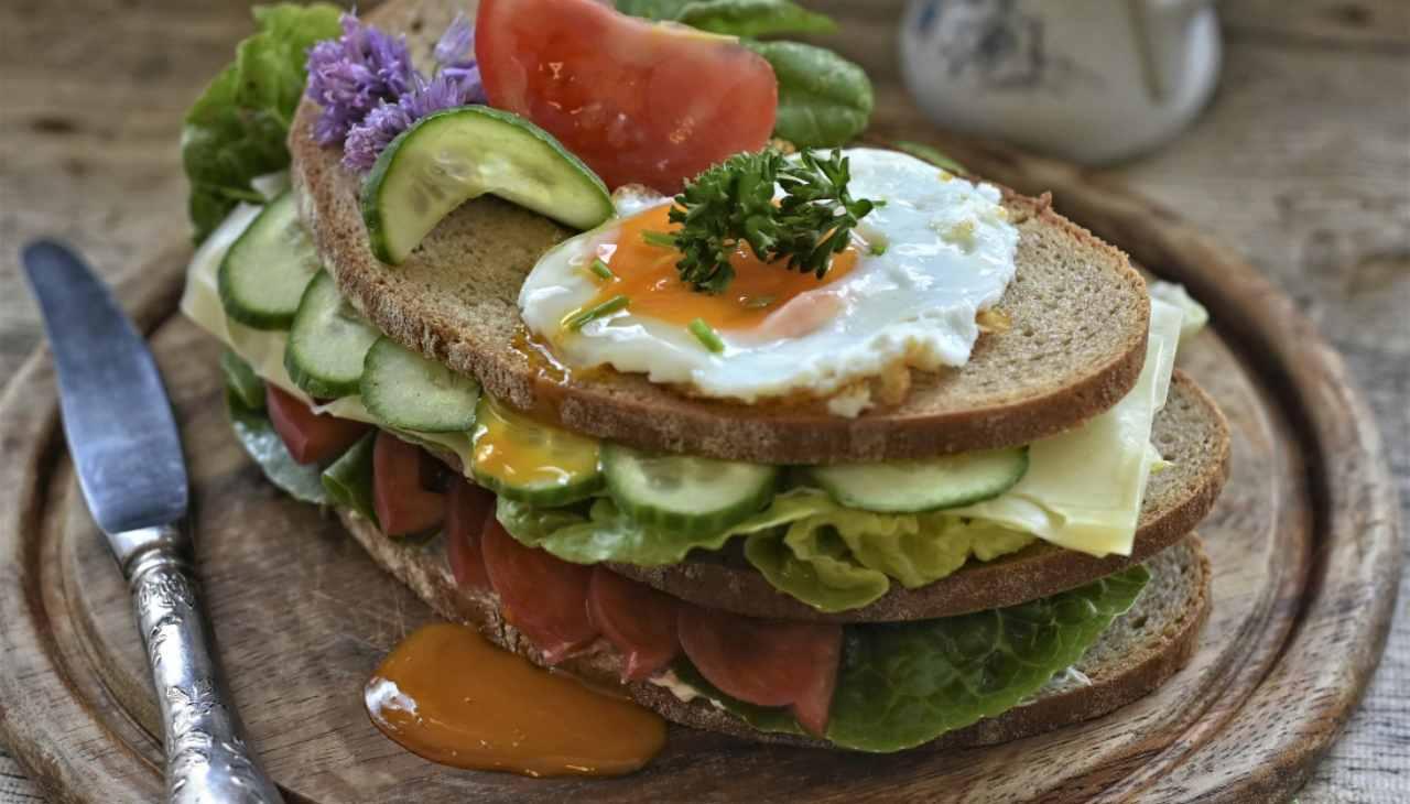 panino pane integrale verdure ortaggi uova