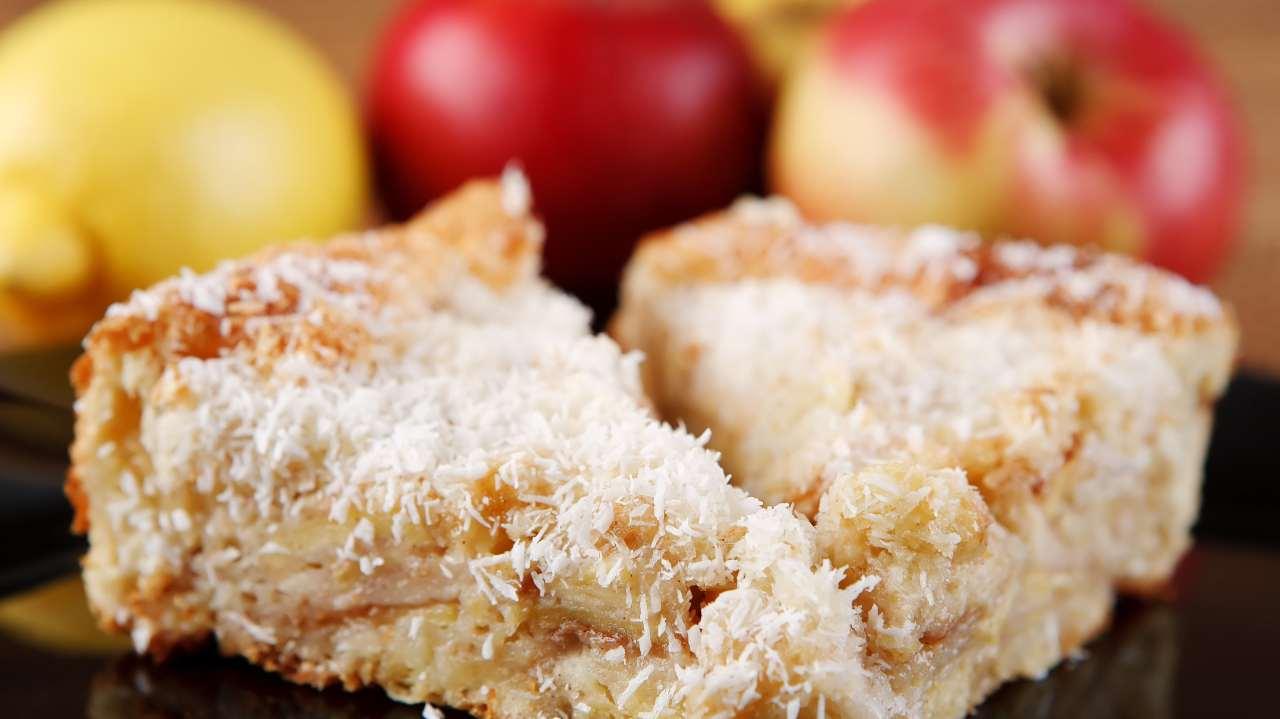 Torta di mele al cocco e cioccolato bianco