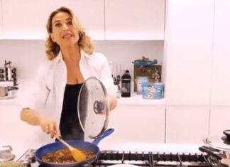 Barbara D'Urso perfetta anche in cucina - RicettaSprint